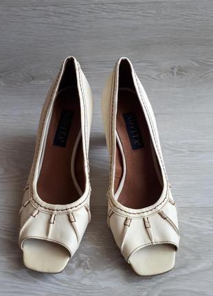 Кожаные летние туфли / открытые кожаные туфли