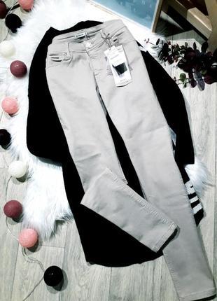Нюдовые джинсы stradivarius