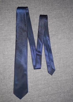 Темно синий галстук с узором