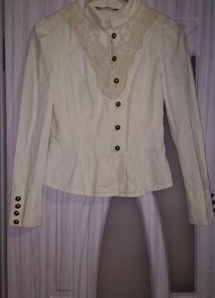 Пиджак с ажурной горловинкой
