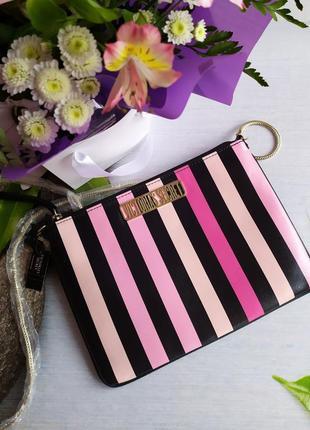 Очень красивая стильная сумочка- кроссбоди на длинной цепочке victoria secret