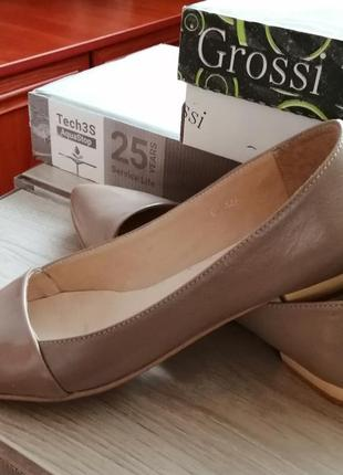 Красивые бежевые туфли