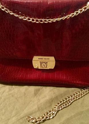 Лаковая кожаная сумочка crossbody от anne klein !