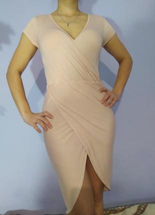 Вечернее облягающее платье с запахом