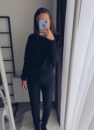 Чорний в'язаний костюм