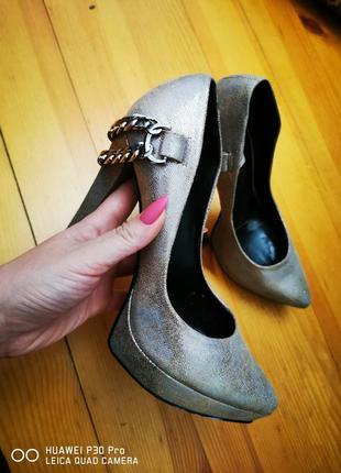 Туфлі, туфля. обувь. туфлі лодочки. взуття на каблучку з гострим носом