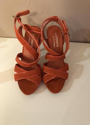 Босоножки на каблуке 👡