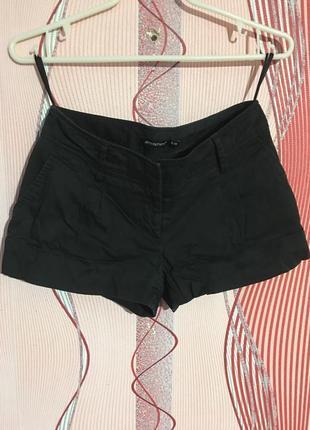 Чорні шорти