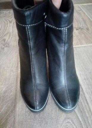 Кожаные ботинки на каблуке новые р. 38