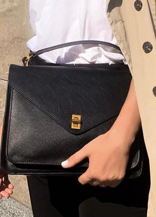 Стильная черная сумка с длинным ремнем