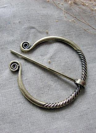 Брошь застежка фибула в кельтском стиле. цвет античное золото латунь