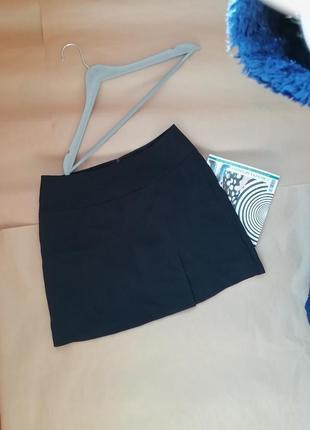 Актуальная короткая базовая черная мини юбка