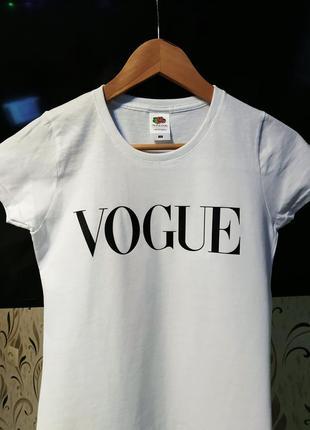 Женская футболка с принтом vogue