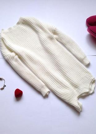 Белый длинный свитер оверсайз