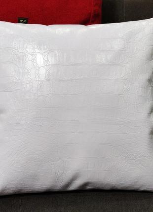 Лаковая подушечка белый крокодил