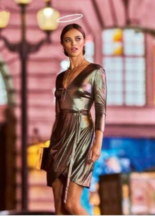 Платье цвета металлик с декольте и запахом спереди от new look