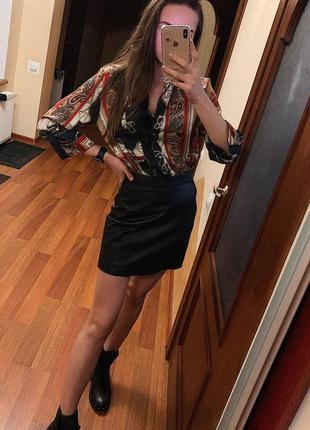 Стильна кожаная юбка