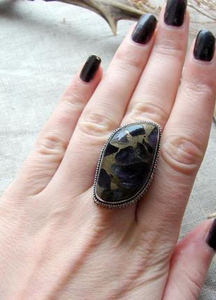 Кольцо перстень с натуральным камнем аметист в меди посеребрение. цвет серебро