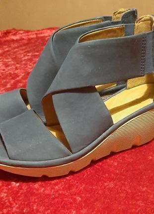Босоножки,сандалии кожаные - стильные(фирменные) clarks 39р.