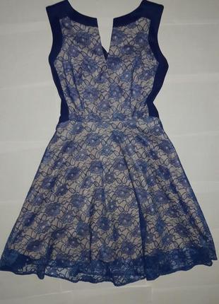 Нарядное гепюровое платье