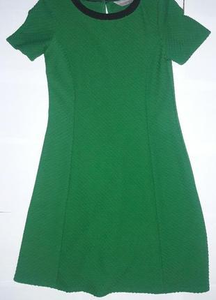 Фактурное зеленое платье
