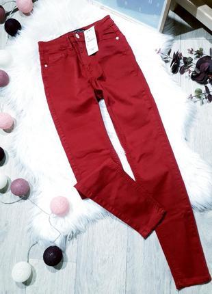 Крутые джинсы с необработанным краем от stradivarius