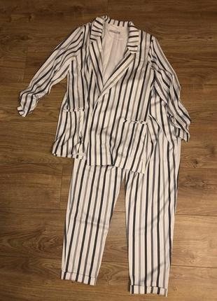 Штаны и жакет в полоску, деловой костюм