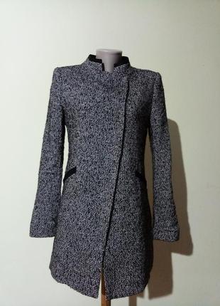 Классное легкое брендовое пальто от zara