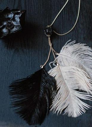Колье с бисером и перьями одри