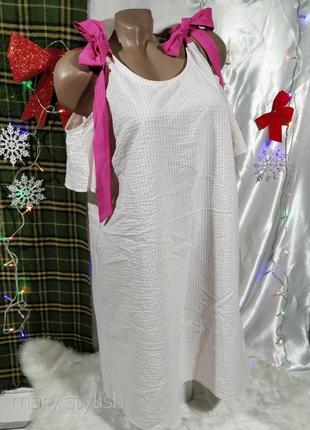 Платье с открытыми плечами и с завязками на плечах