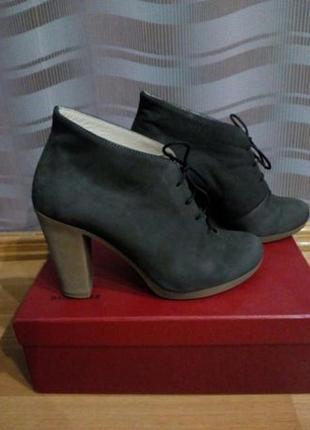 Кожаные ботинки новые р. 37