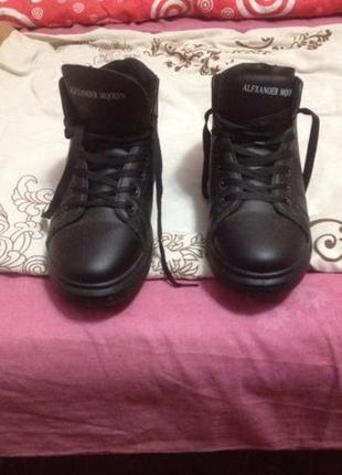 Продам ботинки зима новые р. 37