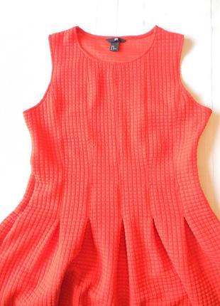 Платье красное со складками от h&m р.м
