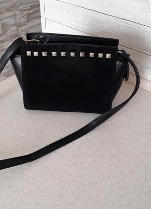 Маленька чорна сумочку