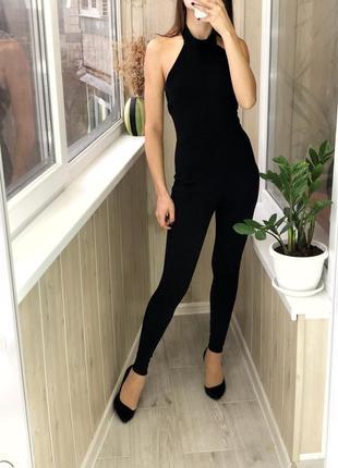 Чёрный секси комбинезон в обтяжку