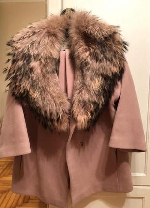 Пальто з натуральним мєхом.