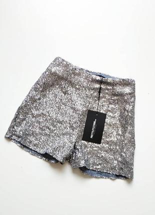 Красивые шорты в пайетки от prettylittlething