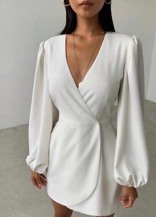 Платье с объёмными рукавами на запах