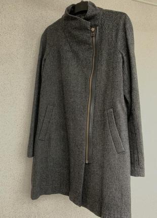 Серое пальто из шерсти