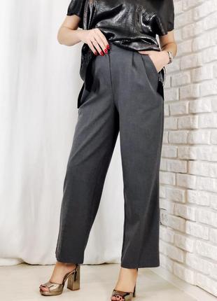 Классические серые брюки на высокой талии с карманами ровные