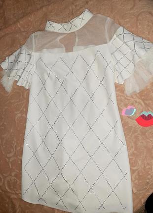 Біле шикарне плаття з камінням