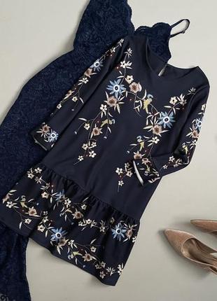 Красивейшее платье в цветочный принт с воланами
