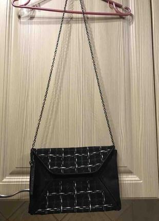 Комбинированный черно-зеленый клатч-сумочка на цепочке