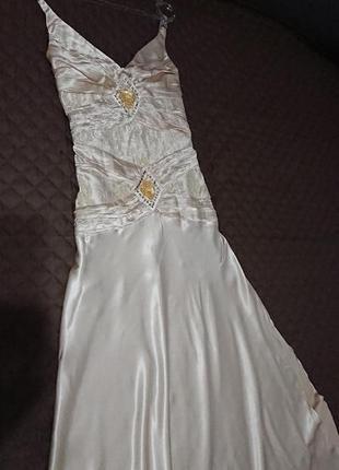 Шикарное золотистое новогоднее платье с шарфом