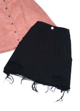 Стильная чёрная джинсовая юбка с сеточкой и рваностью