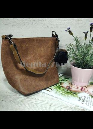 Женская сумка через плечо / повседневный клатч с меховым брелоком 564/546 коричневый