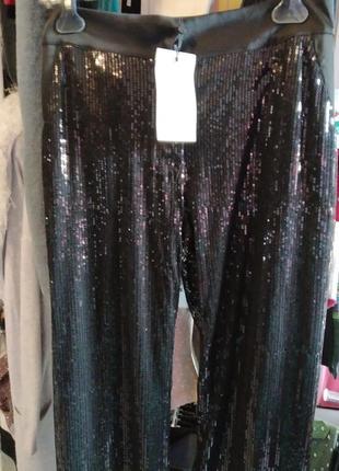 Очень красивые,нарядные брюки в паетки фасон палаццо, цвет черный.