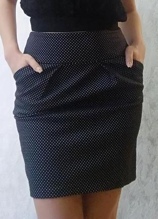 Прямая чёрная юбка в горошек / классическая с карманами