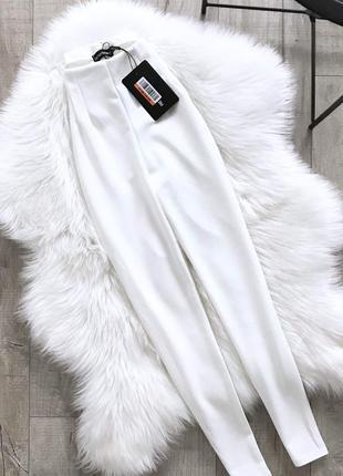 Білосніжні штани з високою посадкою