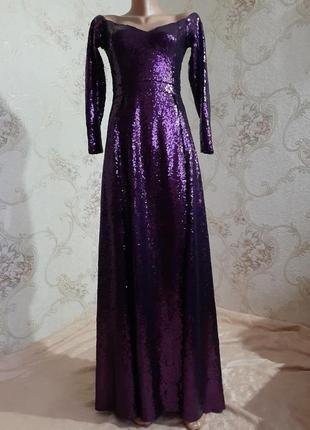 Длинное вечерние платье в паетках.